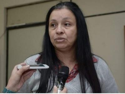 'Preferí huir antes que asumir responsabilidades ajenas', dice exdirectora de RRHH de comuna esteña