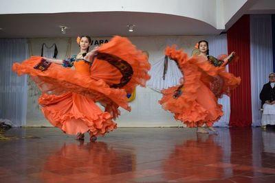 Estudiantes festejaron el Día del Folclore paraguayo