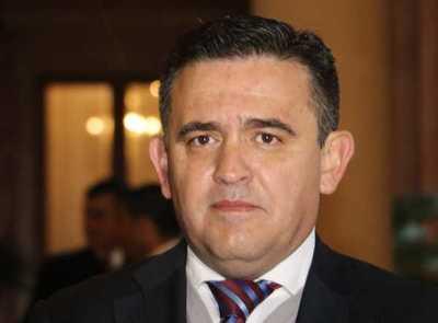 Duro cruce entre el ministro Petta y el senador 'Beto' Ovelar