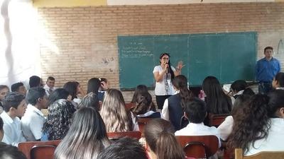 Orientan a alumnos sobre prevención de consumo de drogas