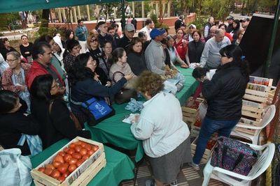 Tras masivas ventas, se extiende la expo tomate