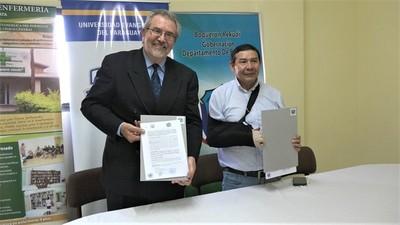 Universidad Evangélica y Gobernación de Boquerón firman convenio