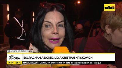 Escrachan a Cristian Kriskovich en su domicilio