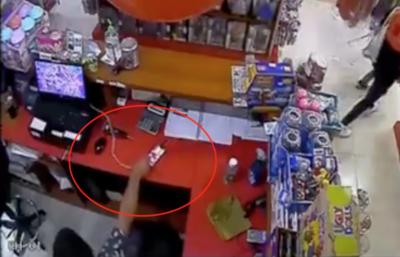 HOY / Descuidista en shopping: entró a una tienda y robó celular de la cajera