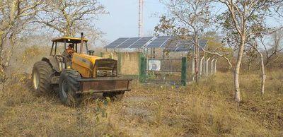 Intensa lucha para evitar que fuego ingrese en el Chaco desde Bolivia