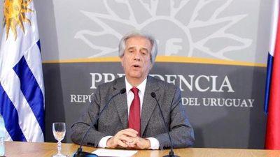 Presidente uruguayo dice sentirse «estupendamente bien» al salir del hospital