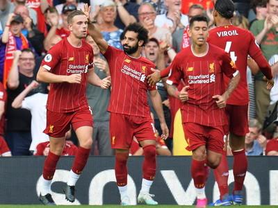 Liverpool derrota al Arsenal y se afianza en la cima