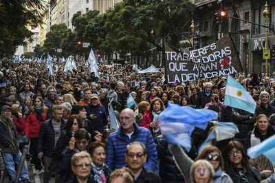Multitudinaria marcha a favor de Mauricio Macri
