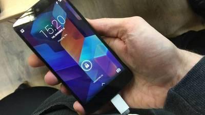 Adolescente se electrocuta y muere mientras jugaba con su teléfono que se cargaba