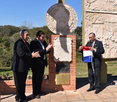 Homenaje a héroes de Piribebuy