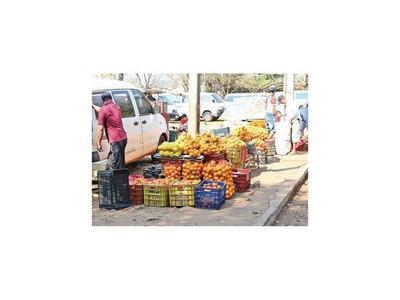 Busca recuperar una plaza  ocupada por vendedores en CDE