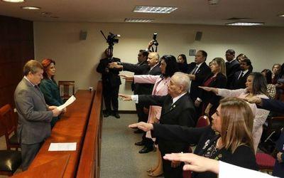 Ministros toman juramento a magistrados