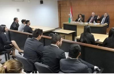 Estudiantes dialogan con Tribunal de Sentencia