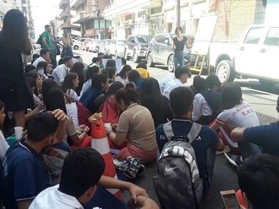 Miembros de la Fenaes anuncian movilización