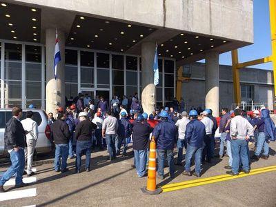 EBY: técnicos paraguayos, expectantes a firma de acuerdo tras conflicto de ayer