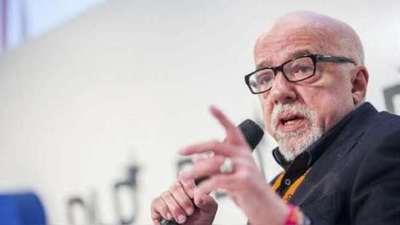 Paulo Coelho pide perdón a los franceses por la «histeria» de Bolsonaro