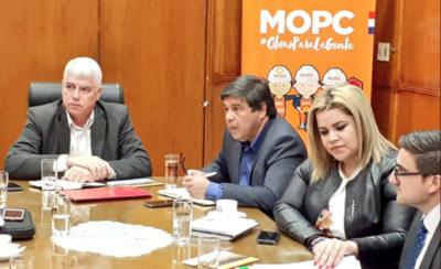 "HOY / ""Solcito"", radióloga del MOPC, recibe a intendentes para evaluar sus necesidades"