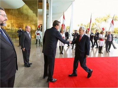 Piñera llega a Brasilia para examinar incendios con Bolsonaro
