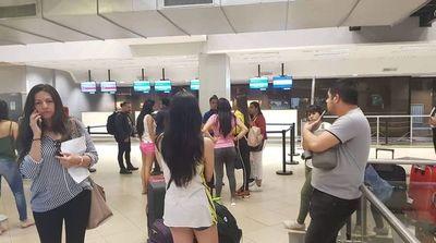 """Air Europa deja """"colgados"""" a pasajeros en el aeropuerto Silvio Pettirossi"""