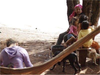 Itaipú notifica desalojo a indígenas, pero no toca a los clubes y sojeros