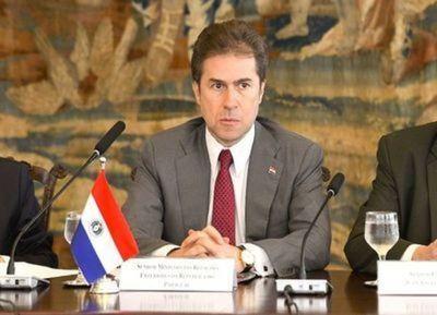 Castiglioni protagoniza incidente en el Senado al pedir que desalojen su despacho