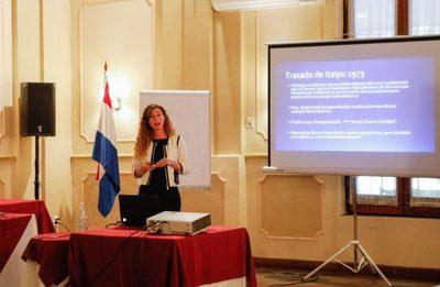 Oficial: María Gwynn es nueva consejera de Itaipú