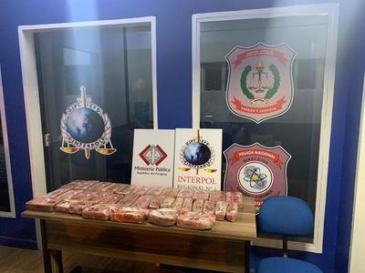 Agentes de Interpol detienen a uruguayo que transportaba 30 kilos de cocaína en un auto