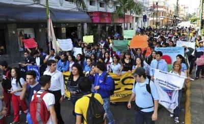 Estudiantes y docentes anuncian movilizaciones en Asunción