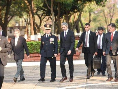 """Comandante insta a policías a resistir contra """"tentaciones mezquinas"""""""