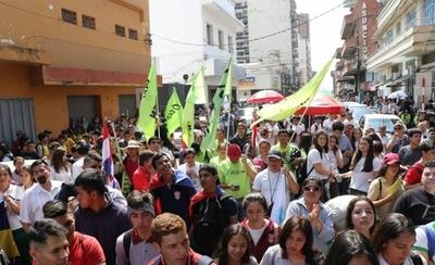HOY / Estudiantes exigen 7 % para  educación y al ninguneo  replican: 'Desastre ko Marito'