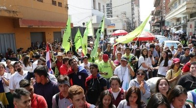 """Estudiantes corean """"Desastre ko Marito"""" y piden 7% de inversión en educación"""