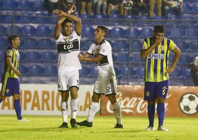 """Tremenda paliza de Olimpia a Deportivo Capiatá en el """"Erico Galeano"""""""