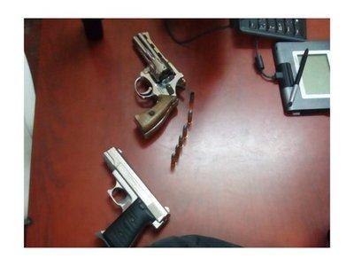 """Barra detenido: """"Le iba a pasar la pistola al comisario y me agarraron"""""""