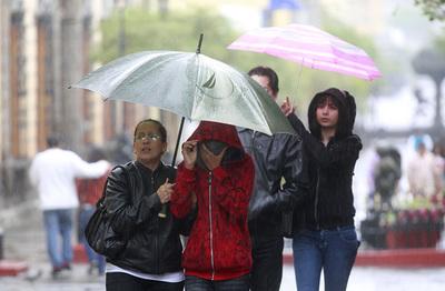 Pronostican un sábado con frío, lluvias y tormentas