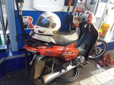 Motociclista murió arrollado cuando cargaba combustible en una estación de servicios
