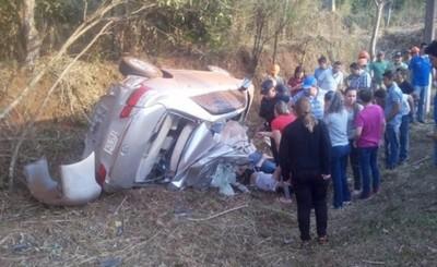 Cuatro adolescentes fallecen tras vuelco de vehículo