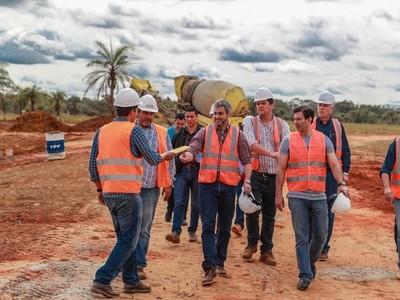 Mario Abdo verifica avance de obras viales en Caaguazú