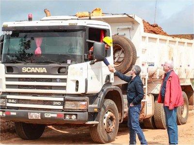 En visita a obras, Mario Abdo da señal de respaldo a gestión de Wiens