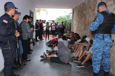 Violento enfrentamiento entre hinchas, con saldo de un muerto: Hay 4 detenidos y 178 imputados