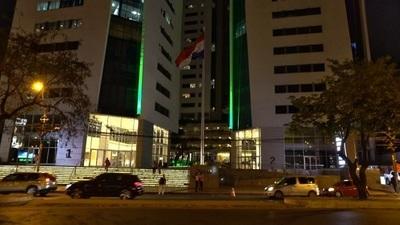 Iluminan edificio para concienciar sobre donación