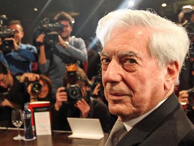 """Vargas Llosa considera que Argentina podría imitar la """"barbarie"""" de Venezuela"""