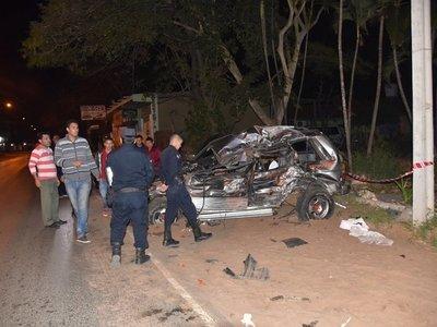 Camión pierde el control, choca vehículos y deja un muerto
