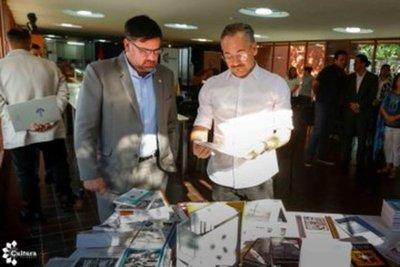 Biblioteca Nacional del Paraguay recibe como donativo importante lote de libros