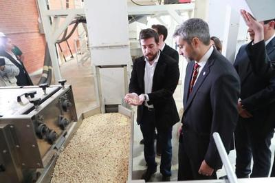 Mandatario visitó 3 fábricas que exportan al Mercosur, EE.UU. y Europa con una inversión superior a los 11 millones de dólares