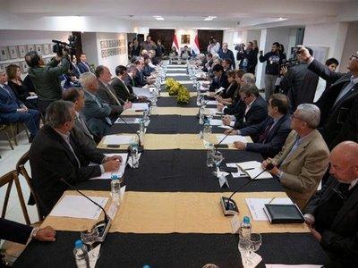 Comisión de 27 expertos asesora a Paraguay en el acuerdo de Itaipú