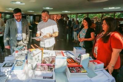 Donan más de cien libros a la Biblioteca Nacional