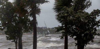Dorian descarga viento y lluvia sobre el litoral de Florida