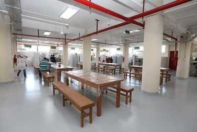 Inauguran renovadas instalaciones del comedor del Mercado 4