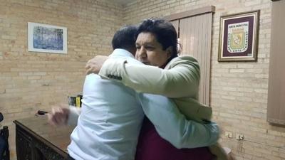 HOY / Más unidos en el este: el abrazo entre Prieto y Kelembu