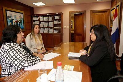 Ministra Llanes recibió a la titular del MINNA